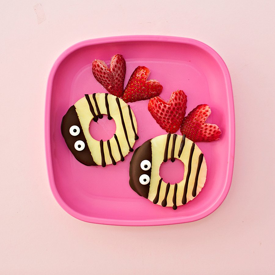Sweeten up your kids' day or make a cute Valentine's Day snack this year with our Valentine Bee Mine Fruit Snack For Kids!