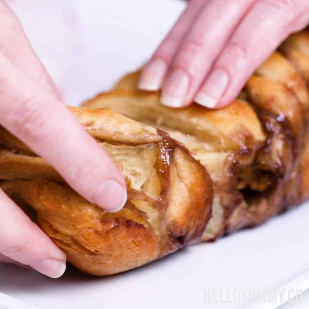 Yummy and simple peanut butter and jelly pull apart bread.