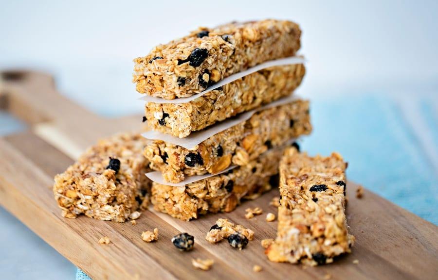 How to make easy No Bake Blueberry Almond Granola Bars