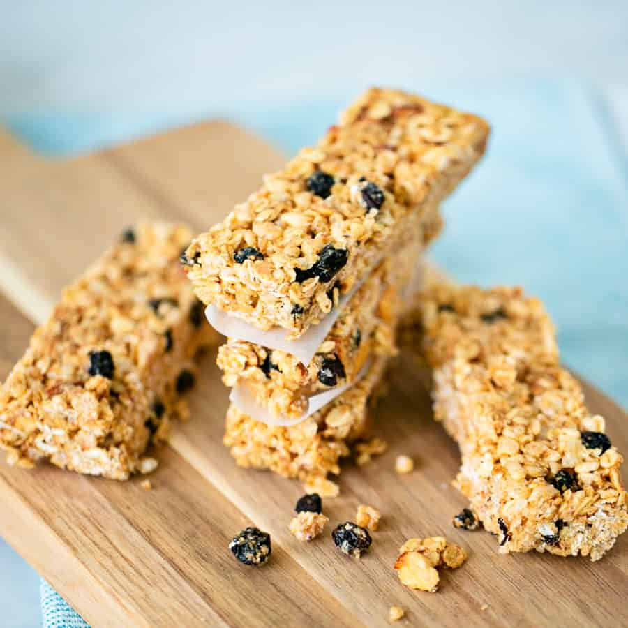 How to make No Bake Blueberry Almond Granola Bars