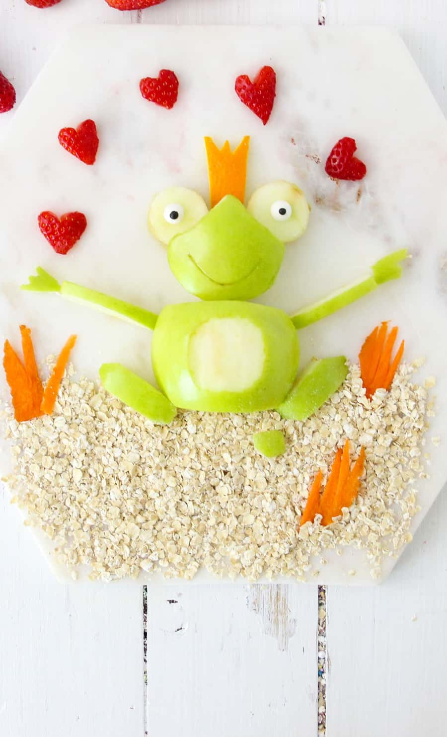 Valentine Apple Frog is a healthy Valentine's Day snack for kids. Process.