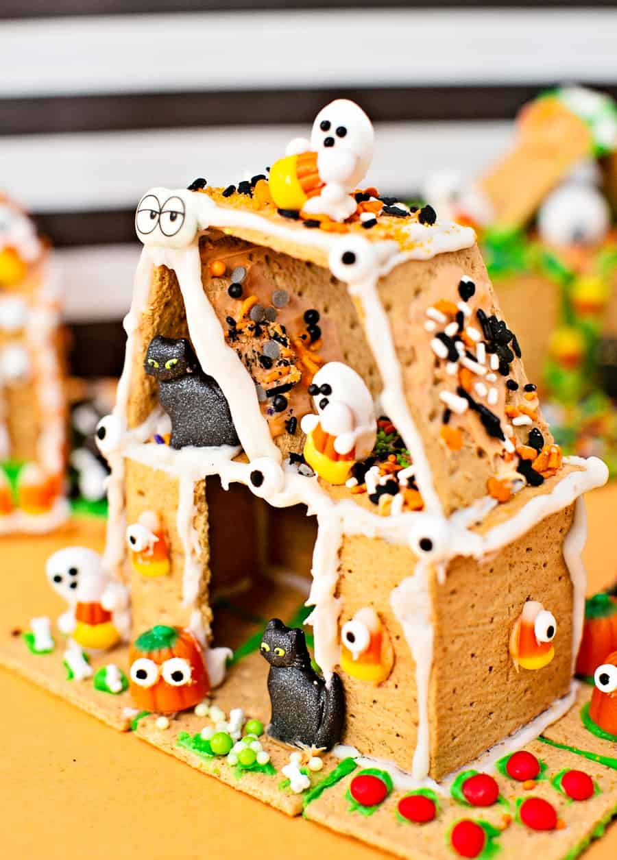 edible cookie haunted houses made of graham crackers