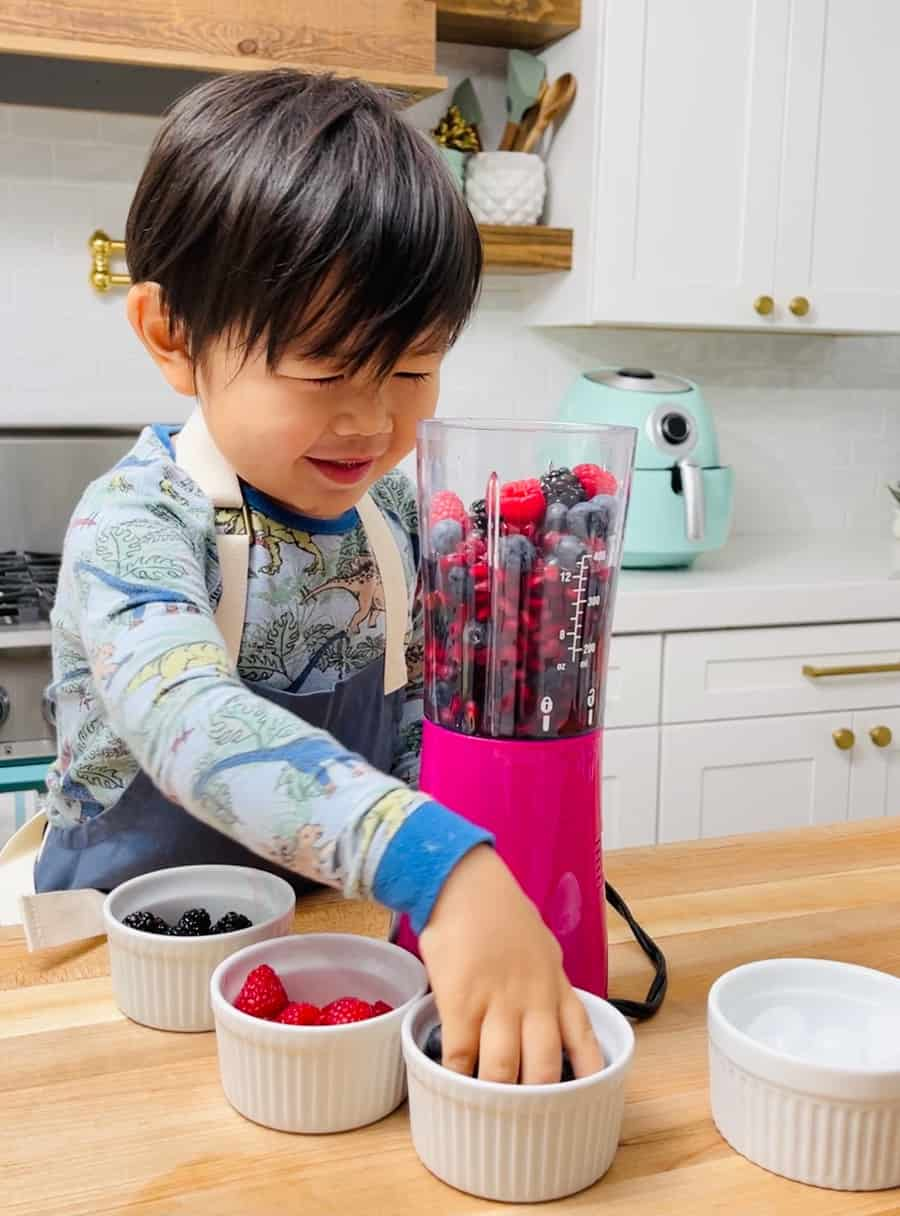 kids making berry smoothies based on nature's cereal