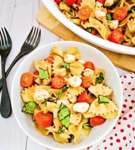 The Easiest Caprese Pasta Salad